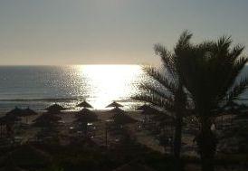 Strand und Sonnenaufgang