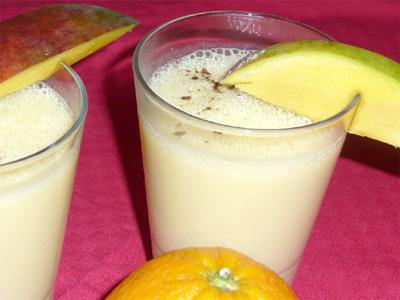 Mango-Orangen-Lassi Shake